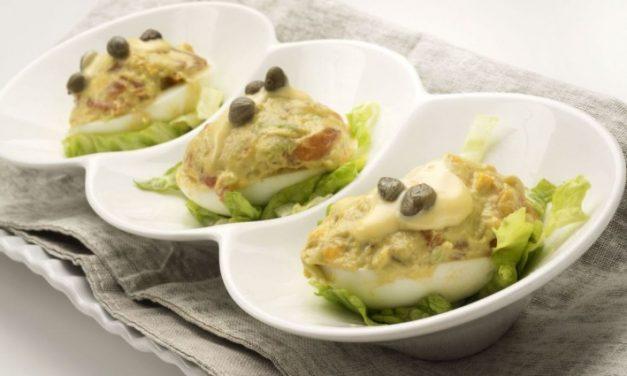 ¿Cómo hacer Huevos Rellenos con Aguacate y salmón? Receta deliciosa y fácil