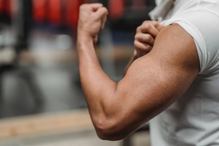 Dips o Fondos de Tríceps en paralelas: Cómo se hacen + 5 Consejos