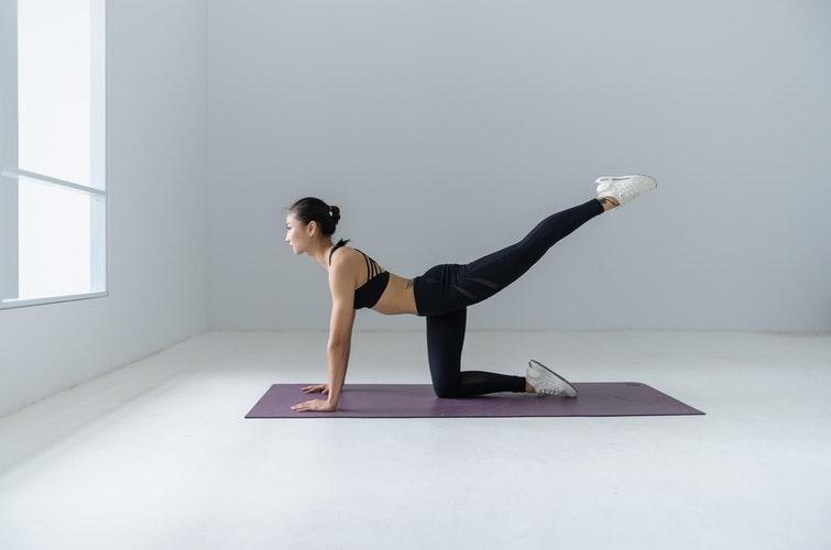 Las 5 Mejores Posturas Invertidas de Yoga ¡Increíbles!