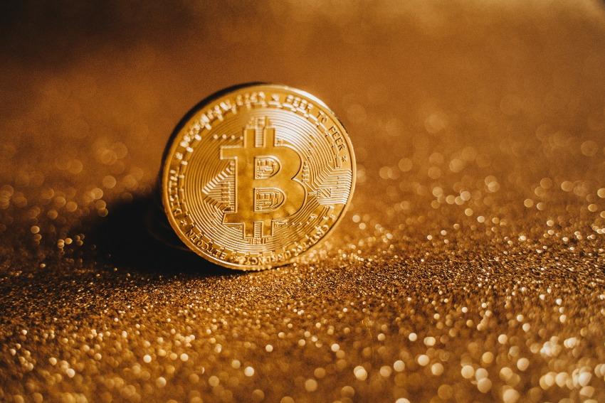 ¿Qué es el Bitcoin, cómo funciona y por qué está de moda?