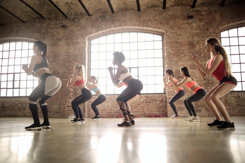 Los 4 Mejores ejercicios para levantar los glúteos